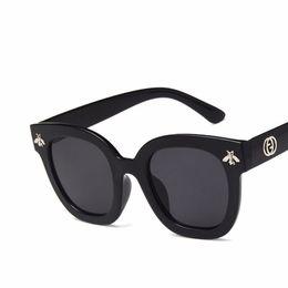 Wholesale luxury wholesale sunglasses - 2018 Fashion Square Frame Bee Sunglasses Women Luxury Brand Designer Vintage Sun Glasses Vintage Shades Oculos