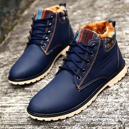 Botas de piel azul online-Puntiagudo azul moda hombre botas de piel de felpa caliente impermeable botas de invierno masculinas con cordones botas de invierno masculinas botas de cuero planas tácticas