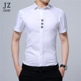 0ed654692d JZ CHIEF dos homens Camisa de Cetim de Manga Curta Rose Bordado Camisas de  Toque De Seda Slim Fit Casual Vestido de Negócios Camisa Social Homem Verão