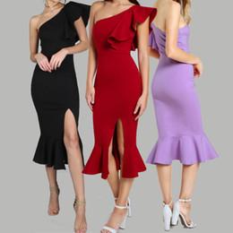 Um vestido de peixe ombro on-line-Fenda Fishtail Vestido de Festa de Verão Borgonha de Um Ombro Mulheres Sexy Flounce Vestidos Midi Elegante Império Vestido Club