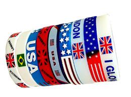 Großhandel World Cup Silikon Armbänder Nationalflagge Armband Viele Länder Sport Silikon Gummi Handgelenk Band Fußball Fußball Fans Geschenk von Fabrikanten