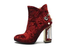 Mulheres Populares Oco Out Chunky Heel Ankle Boots Vermelho Senhoras Outono Inverno Retro Strass Ankle Boots de Casamento Grande Tamanho Frete Grátis cheap ladies red wedding boots de Fornecedores de senhoras vermelho casamento botas