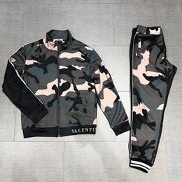 Sudaderas verde del ejército online-Ropa de deporte casual de los hombres del ejército verde costura ropa deportiva chaqueta + pantalones conjunto hombres chaqueta conjunto conjunto envío gratuito