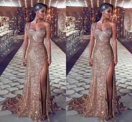 um vestido de noiva de um ombro Desconto 2019 Sparkly Lantejoulas Vestidos de Baile de Ouro Um Ombro Lantejoulas Bainha Rosa Ouro Dividir Trem Da Varredura Plus Size Formal Evening Vestidos Pageant Desgaste