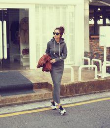 2019 vestido gris con capucha 2018 Moda Otoño Otoño Invierno Mujer Vestido de suéter gris negro Sudaderas con capucha de manga larga Vestidos Maxi delgado S M L XL Vestido de invierno XXL rebajas vestido gris con capucha