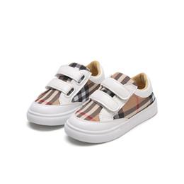 Placa de sapato on-line-Outono nova grade pequena sapatos brancos meninos sapatos moda board estudantes meninas leves sapatos casuais