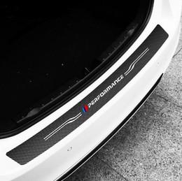 Heckstoßstange bmw online-TPIC Carbon Styling Auto Hinten Stoßstange Aufkleber Abdeckung Für BMW E60 E90 F20 F30 F10 X1 X5 X6 M3 Kofferraum Vinyl Aufkleber Aufkleber