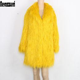 Chaqueta de invierno Nerazzurri Mujeres Abrigo de piel sintética Mujeres Manga larga Amarillo Elegante Fluffy Shaggy Fake Fur Abrigos Mujeres prendas de vestir exteriores desde fabricantes