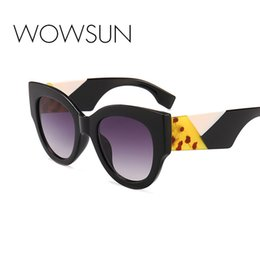 MENINA REAL 2018 Nova Moda Mulheres Rodada Óculos De Sol 2018 Designer Da  Marca Do Vintage de Grandes Dimensões Preto Rosa Branco Óculos de Sol ss102  barato ... 24160df4e9