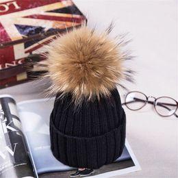 Pelliccia palla verde online-Raccoon Fur Ball Pom pon cappello invernale per le donne ragazze berretti di lana lavorato a maglia berretti di spessore femminile femminile cappelli di pelliccia gorros staccabile D18110102
