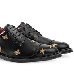 Chaussures habillées pour hommes Broderie Star en cuir Chaussures Brogue 18 Nouveau Modèle pour abeilles dorées Création Italienne de luxe ? partir de fabricateur