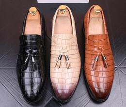Wholesale Golden Party Shoes - 2018 Sales luxury brand Men Shoes Mens Dress Shoes golden tassel black Designer Wedding Male Oxford Shoes Men Flats 82