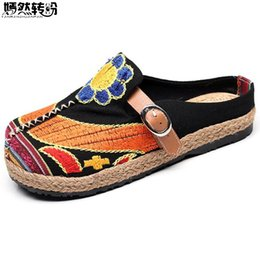 Вышитые туфли ручной работы онлайн-Vintage Women Slippers Casual Linen Cotton Floral Embroidery Handmade Ladies Canvas Walk Soft Shoes Zapato Mujer