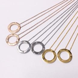 Hermosos collares para mujer online-joyería caliente al por mayor hermoso gran anillo de tornillo colgante, collar, torta grande, todas las uñas lisas collar de acero de titanio colgante de joyería de las mujeres