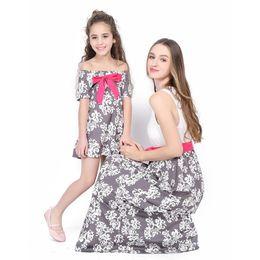 6db3ee1a024a6 Mère fille robes Vintage 2018 Floral Dress Bowknot Design Floral Print  Family correspondant tenues Outfits maman et moi robe longueur cheville