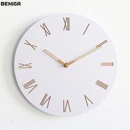 Horloges à la mode en Ligne-Minimaliste Moderne Chiffres Romains Horloge Murale Vogue Européenne De Luxe Ronde Gracieuse Silencieuse Quartz Aiguille Horloge Murale pour Décor