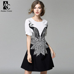 ecb51f7a8 Primavera verano diseñador de la pasarela para mujer vestido blanco top  negro inferior patchwork pavo real bordado de alta calidad vestido de la  marca ...