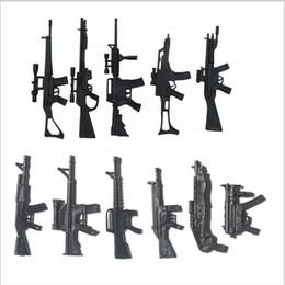 Giocattoli adulti all'ingrosso Lot100pcs / Set Armi da guerra della Seconda Guerra Mondiale Il soldato militare Esercito Figure Giocattoli di accessori-Solo 11 pistole di stili diversi supplier wholesale army toys da giocattoli all'ingrosso dell'esercito fornitori