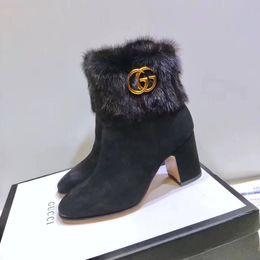 Zapatos de boda de invierno de piel online-2018 Diseñador de la marca Tacones altos Mujer Zapatos de lujo Faux Furs Lady Boots Zapatos de boda del partido Nueva llegada de cuero de gamuza botas de invierno