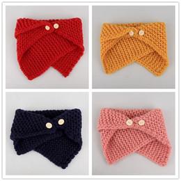 2019 envoltórios de lenços de botão Outono Inverno Bebê Crianças Botão Neck Warmer Cachecol Wraps Meninas Meninos De Malha Crochet Neckerchief Crianças Neck Warmers M163 envoltórios de lenços de botão barato