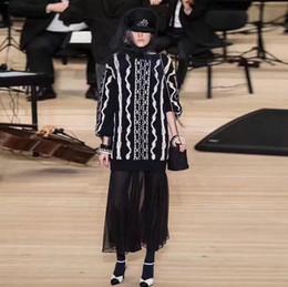 2019 lungo abito nero lavorato a maglia Streetwear Women Pullover 2018 Runway Long Sweater Dress Autunno Inverno a righe nere lunghe maniche lunghe maglione lavorato a maglia lungo abito nero lavorato a maglia economici