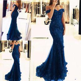 2019 Barato Azul Off The Shoulder Sereia Longos Vestidos de Noite Apliques de Tule Frisada Custom Made Formal Vestidos de Noite Vestidos de Festa de Baile de Fornecedores de roupas brancas para mulheres atacadistas