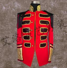 2020 мужчины из панк-рока Men Suits Designs European Court Stage Costumes For Singers Men Embroidery Blazer Dance Clothes Jacket Style Dress Punk Rock Red дешево мужчины из панк-рока