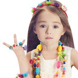 95 pezzi / 600 pezzi Pop Beads Giocattoli Snap Gioielli Fashion Kit Fai da te Giocattoli educativi per bambini Regali artigianali per ragazze da cosmetici naturali fornitori