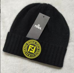 2018 Mais Novo itly Moda Inverno marca F FF homens gorros de inverno homens  chapéu casual lã malha esportes ao ar livre hip hop cap gorros de esqui  gorros ... 73df1e5c489