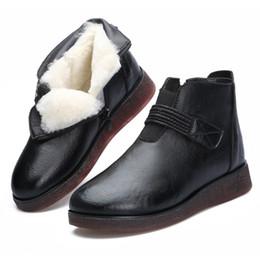 Botas de invierno de cuero de piel negra online-2018New Red Black Real Cow Leather Boots para mujer Botas de invierno Zapatos de mujer Warm Fur One Wool Tobillo antideslizante