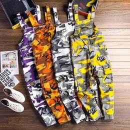 Macacões masculinos harém on-line-Homens camuflagem Macacões de carga masculina Baggy Camo Macacão Hiphop Suspender calças harem Streetwear Solto stap calças D81202