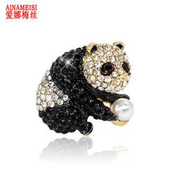 2019 perle panda AINAMEISI Cute Panda Spille per le donne Accessori per la sciarpa da sposa Perle Black White Strass Animal Brooch Pins Jewelry 2018 perle panda economici