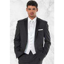 Alta calidad Dos botones gris oscuro novio esmoquin muesca solapa Trajes de  novio de boda para hombre trajes de 2017 (chaqueta + pantalón + chaleco)  rebajas ... 426cffe8ef5