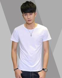 Nueva camiseta masculina blanca pura con cuello redondo y mangas cortas de 2019 para hombre camiseta con manga corta lisa de algodón y faldón moderno desde fabricantes