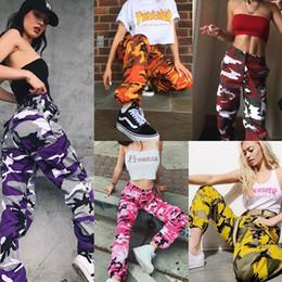 Hip hop mujer online-Las mujeres europeas de la manera militar pantalones de carga Camo Hip Hop Danza pantalones de camuflaje Femme Pantalones Jean Pantalon Mujer
