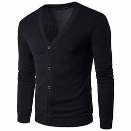Nuevos hombres de manga larga chaqueta de punto suéter con cuello en v botón prendas de punto ropa masculina primavera otoño negro blanco begie inglaterra estilo 0550 desde fabricantes