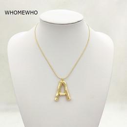af23f6f944a6 2019 cadenas de cuello de oro colgantes Oro martillado metal bambú 26  letras del alfabeto A-Z