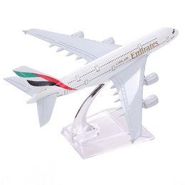 Airbus380 Emirates Airlines A-380 Aeroplan Aeroplan 16cm Diecast Model Emirati Arabi Uniti A380 ad alta simulazione da mini auto all'ingrosso dei capretti fornitori