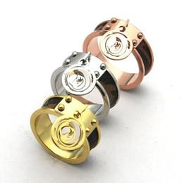 Couro de folha on-line-Atacado de luxo marca de jóias de aço inoxidável 18 k banhado a ouro prata banhado a impressão de quatro folhas de flor carta de amor anéis anels para mulheres m