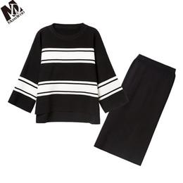 MAXDIROO Iki Parçalı Set Kadın Çizgili Sweatersuit Örme Kazak + Ince Etek Kadın Etek Ve Üst Eşofman Setleri Kore Tarzı supplier tracksuit korean style nereden eşofman kore tarzı tedarikçiler