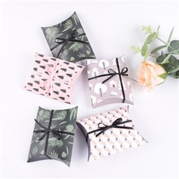 Wholesale party paper wrap - Paper Gift Wrap Mini Wedding Favors Party Gifts Pillow Fold Candy Box Packing For Party Decoration 0 35bb aa