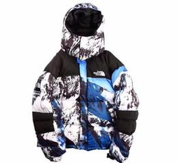 Deportes al aire libre montaña del norte de la nieve con capucha chaqueta abajo camuflaje modelos de pareja XL más terciopelo abajo chaqueta moda ropa de alta calidad desde fabricantes