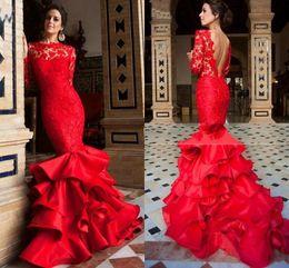 Longue robe rouge en dentelle sirène en Ligne-Col haut Satin Dentelle Cage festonnée V Retour Robe de soirée sirène rouge à volants Jupe robe de bal avec manches longues
