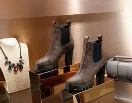 2019 botas bordadas zapatos ¡Caliente! Marca de lujo de cuero de vaca mujeres botas Super tacón alto Shearling Botas mujeres piel bordado zapatos femeninos plataforma botas de moto rebajas botas bordadas zapatos