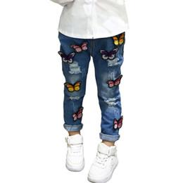 Chicas lindas jeans online-Niños Niñas Pantalones Vaqueros de Mezclilla Patrón de Mariposa Bebé Niños de Dibujos Animados Pantalones de Agujero Para 3-7Y Niños Niñas Lindo Envío de EE. UU. \ China