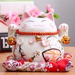 Gatti fortunati in ceramica online-4.5 pollici Maneki Neko ceramica Lucky Cat Home Decor ornamenti di porcellana Affari regali Fortune Cat Money Box Fengshui Craft