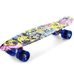 moteur électrique sans balais Promotion Impression rue Graffiti Style Skateboard Deck Complet 22 pouces Retro Cruiser Longboard Pour Enfant Skate Livraison gratuite
