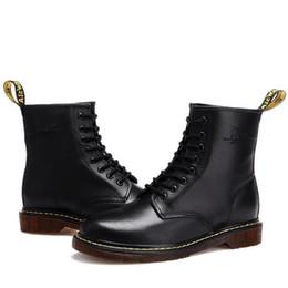 Botas de terciopelo online-Otoño e invierno Australia pareja mitad botas de cuero real moda Martin botas hombres y mujeres británicos salvajes más terciopelo retro zapatos