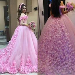 2020 estilos de vestido de quinceañera Bela Mão Flores Feitas Rosa vestido de Baile Vestidos Quinceanera 2018 Fora Do Ombro Elegante Árabe Dubai Estilo Vestidos de Noiva Maternidade Plus Size desconto estilos de vestido de quinceañera