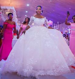2019 zuhair murad de vestido de pelota de hombro 2018 Mangas largas modestas Vestido de bola Vestidos de novia Apliques Encaje Flora Medias mangas sin espalda Vestidos de novia árabes